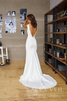 Wedding dress 'SITELLE' // Beautifully elegant wedding dress, mermaid style, great fit - Sites new Backless Wedding, Wedding Gowns, Wedding Dress Sheath, Modest Wedding, Lace Wedding, Simple Elegant Wedding Dress, Elegant Dresses, Satin Mermaid Wedding Dress, Crepe Wedding Dress