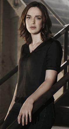 Elizabeth Henstridge as Jemma Simmons Elizabeth Henstridge, Melinda May, Female Movie Stars, Iain De Caestecker, Sci Fi Tv Shows, Danielle Panabaker, Marvels Agents Of Shield, Female Fighter, Agent Carter