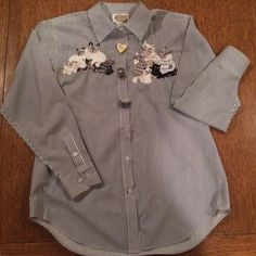 """✨HP 8/15/15KITTY SHIRT OLIVE & WHITE ✨HOST PICK 2/15/15 ✨PRETTY GIRILY & FLIRTY PARTY ✨""""YAH """"✨✨✨✨✨✨✨QUAKER FACTORY BUTTON  SHIRT UP WITH AWESOME BUTTON KITTY BUTTON COVERS  60 Cotton 40 % polyester Brand new condition . Thank u so very much for visiting my closet please come back soon ALLISON :):):):):):):) Quacker Factory  Tops Button Down Shirts"""