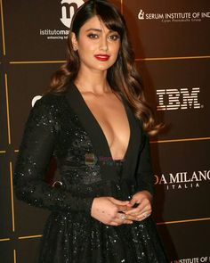 Ileana dcruz erotic cleavage queen Bollywood and tollywood with her curvy body show. Hot and sexy Indian actress very sensuous thunder thigh. Bollywood Actress Hot Photos, Indian Bollywood Actress, Beautiful Bollywood Actress, Beautiful Actresses, Indian Actresses, Tamil Actress, Beautiful Girl Indian, Most Beautiful Indian Actress, Indian Celebrities