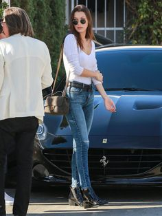 bella hadid and model image Style Bella Hadid, Bella Hadid Outfits, Kendall Jenner Outfits Casual, Casual Outfits, Fashion Outfits, Work Fashion, Spring Fashion, Fashion Design, Estilo Gigi Hadid