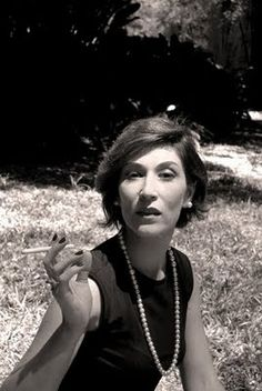 Clarice Lispector Writers And Poets, Annie Leibovitz, Women Smoking, Book Authors, Vintage Hollywood, Vintage Books, Art Music, Alter, We The People