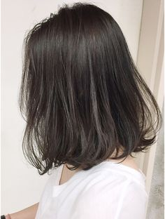 シマ アオヤマ(SHIMA AOYAMA) 暗髪コバルトグレーハイライト Medium Long Hair, Medium Hair Cuts, Medium Hair Styles, Short Hair Styles, Two Color Hair, Gray Hair Highlights, Middle Hair, Korean Short Hair, Hair And Makeup Tips
