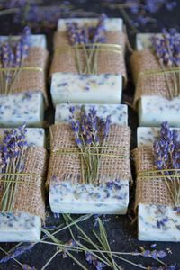 How To Make Lavender Honey Lemon Soap - DIY .- Gewusst wie: Lavendel-Honig-Zitronen-Seife herstellen – DIY and Crafts 2019 How to: Make Lavender Honey Lemon Soap to Make Honey Honey Lemon Soap - Lavender Honey, Lavender Soap, Honey Lemon, Lavender Ideas, Lavender Crafts, Lavender Recipes, Lavender Buds, Lavender Fields, Lemon Soap