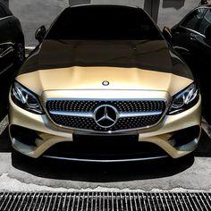 "244.4k aprecieri, 522 comentarii - Mercedes-Benz (@mercedesbenz) pe Instagram: ""Who wants to wake up this sleeping beauty? Photo shot by @attasss. . #MercedesBenz #EClass…"""
