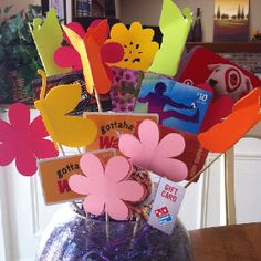 Gift card basket for silent auction-SUCH a cute way to display gift cards! Theme Baskets, Raffle Baskets, Gift Baskets, Gift Card Displays, Movie Night Basket, Auction Projects, Auction Ideas, Gift Card Basket, Gift Card Bouquet