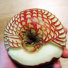 Apple Bird. Mukimono 剥き物. Fruit-vegetable carving. Japanese virtuoso Gaku