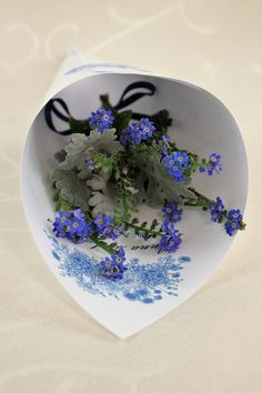 "Blütenkegel ""Fleur"" - Blütenkegel inklusive Rosenblätter. Kegel, Product Page, Plates, Tableware, Licence Plates, Dishes, Dinnerware, Griddles"