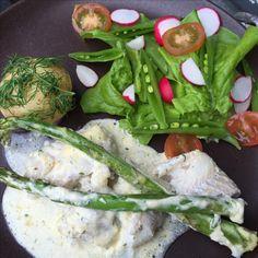 Torskfilé i senap- och dragonsås Recept på Fresh Rolls, Avocado Toast, Meat, Chicken, Breakfast, Ethnic Recipes, Food, Morning Coffee, Essen