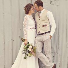 We love this wedding! // Bohemian Barn Wedding in Canada; Renaissance Studios Photography