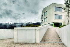 Rodeneck School  / pedevilla architekten