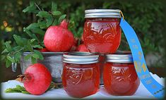 That Little Touch: Homemade Pomegranate Jelly Pomegranate Jelly, Pomegranate Recipes, Homemade Jelly, Homemade Spices, Jelly Recipes, Jam Recipes, Juice Recipes, Canning Recipes, Amigurumi