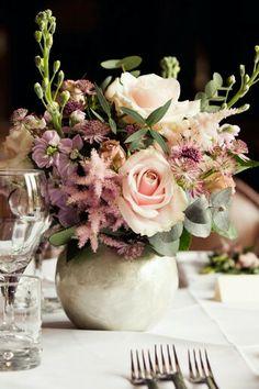 Wedding Magazine - Wedding flowers budget: a midsummer's dream Budget Wedding Flowers, Midsummer Dream, Table Flowers, Flower Centerpieces, Table Decorations, Bride, Genere, Flower Bouquets, Magazine