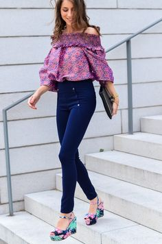 OUTFIT - MANOUSH - Look / Street / Style / off shoulder top / blouse / Carmen / shirt patrizia pepe / glitter / clutch / high waist / pants / leggings / chic / blogger / Blogger / Deutschland / Germany / spring / summer / trend / mode / fashion / pink / violet / paradise / plateau / platform / sandals / wedges / Parisienne / inspiration