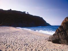 Cien metros dorados al abrigo del cabo de San Agustín: la playa de Arnielles en Coaña http://www.turismoasturias.es/descubre/costa/playas/playa-de-arnielles…