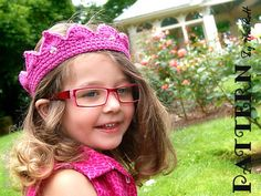 http://www.irarott.com/Free_Princess_Crown_Tiara_Crochet_Pattern.html