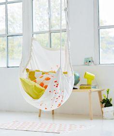 Der schnell genähte Hängesessel wird mit Seilen und Haken an der Decke befestigt.Das brauchen Sie:fester Baumwollstoff, 140 x 140 cm2 x 4 m Seil, (ca.1 cm ø...