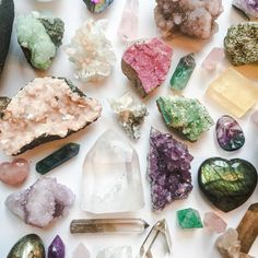 Posi vibes coming at ya this Tuesday at EST! Minerals And Gemstones, Crystals Minerals, Rocks And Minerals, Stones And Crystals, Crystal Magic, Crystal Grid, Crystal Altar, Crystal Aesthetic, Crystal Meanings