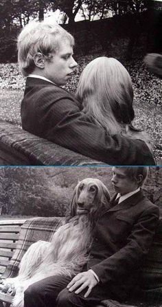 彼は彼女に何をささやいているのでしょうね・・・        なかなかショッキングな写真ですね。犬の頭の位置が絶妙です。座りっぷりもさまになってます。