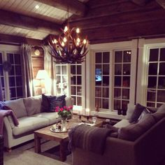 nice house interior dream homes Cabin Design, Cottage Design, House Design, Cabin Homes, Log Homes, Modern Log Cabins, Cabins And Cottages, Cottage Interiors, Interior Design Living Room