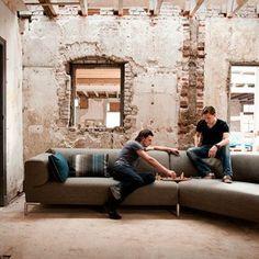 Hoekbank van Bert Plantagie. http://www.kantoorinrichters.nl/banken-en-fauteuils