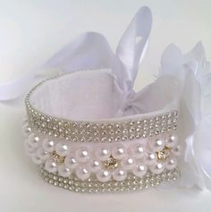 This Pin was discovered by VilDiscover thousands of images about Fabulous kanzashi headband Ribbon Hair, Hair Bows, Bun Wrap, Flower Girl Headbands, Dog Jewelry, Flower Girl Basket, Handmade Crafts, Hair Clips, Jewelry Making