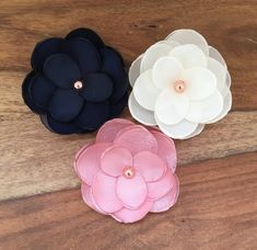 Making Fabric Flowers, Cloth Flowers, Flower Making, Pink Flowers, Bead Embroidery Jewelry, Beaded Embroidery, Burning Flowers, Diy Birthday Banner, Flower Hair Accessories