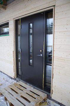 laila från diplomatIMG_0633 Modern Front Gate Design, Tall Cabinet Storage, Locker Storage, Front Gates, Front Doors, Bungalow Renovation, Door Design, My House, Garage Doors