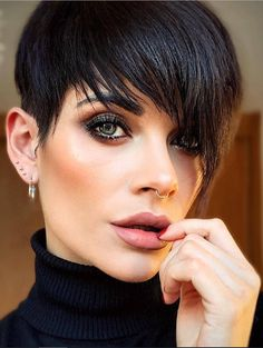 31 Hottest Short Messy Pixie Haircuts For Stylish Woman - Page 10 of 31 - Latest Fashion Trends For Woman Pixie Haircut For Thick Hair, Pixie Cut With Bangs, Short Pixie Haircuts, Haircut Short, Short Hair Dos, Chic Short Hair, Stylish Short Hair, Undercut Hairstyles Women, Pixie Hairstyles