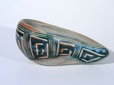 Vintage 1940s - 1950s modern kidney shaped bowl from designer Hal Lasky who founded Puerto Rican Pottery (produced from 1948-1966). Lasky trained at Dartmouth, University of the Arts (Philadelphia), the ceramics school at Alfred University and Cranbrook Academy of Art. He was hired by the Puerto Rican government to manage a ceramics operation and radically changed the way that pottery was designed.