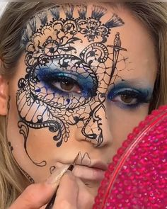 Pintura facial criada pela artista Vanessa Davies (the_wigs_and_makeup_manager).