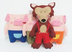Um lobo mau e 3 porquinhos gordinhos para enfeitar uma mesa de festa ou o quartinho do seu bebê! O lobo mau mede em torno de 30 cm de altura, e os porquinhos tem em média 23 cm.