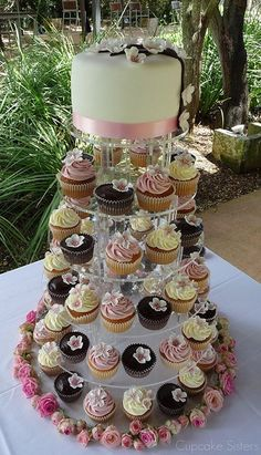 cake topper with cupcakes below- like this.