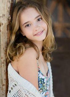 Isla MacMurrough (Johnny Sequoya), Erinea's cousin, daughter of Eamon and Deidre