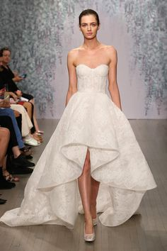 Hartley gown from Monique Lhuillier. #somethinggoldweddings