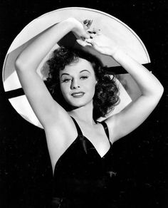 A gorgeous shot of Paulette Goddard, 1940 Old Hollywood Movies, Old Hollywood Stars, Golden Age Of Hollywood, Vintage Hollywood, Hollywood Glamour, Classic Hollywood, Hollywood Icons, Paulette Goddard, Olive Thomas