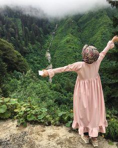 , Alone life happy travellingmadness quotes frnds naturelove mehlines Hijab Style Dress, Casual Hijab Outfit, Hijab Niqab, Hijab Chic, Stylish Girls Photos, Stylish Girl Pic, Beautiful Muslim Women, Beautiful Hijab, Hijabi Girl