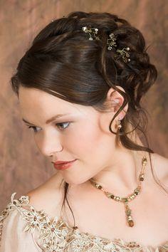 Opteaza pentru un coc impletit in ziua nuntii si vei avea una dintre cele mai frumoase coafuri de mireasa ale anului 2012! Acest coc iti va pune in evidenta frumusetea, eleganta si te va face sa te simti speciala in cea mai frumoasa zi din viata ta!