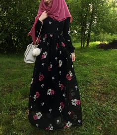 Pinterest @adarkurdish Iranian Women Fashion, Arab Fashion, Islamic Fashion, Muslim Fashion, Hijab Style, Hijab Chic, Modest Fashion Hijab, Fashion Dresses, Muslimah Wedding Dress