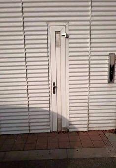 Diese Seitentür: | 28 Handwerker, die entweder sehr faul oder sehr clever waren