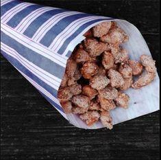 Habt ihr auch den Duft von gebrannten Mandeln in der Nase? Wir zeigen euch, wie man - ganz unabhängig von den Öffnungszeiten der Weihnachtsmärkte - diese Süßigkeit genießen kann! Almond, Food, Kuchen, Recipies, Essen, Almond Joy, Meals, Yemek, Almonds