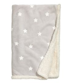 Large throw in soft fleece with a printed star pattern at front and soft pile at back. - 39X59