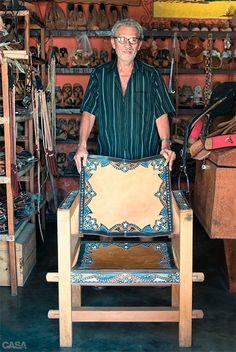 0-artefatos-de-couro-do-cearense-espedito-seleiro Mexican Designs, Form Design, South America Travel, Belle Epoque, Leather Craft, Home Deco, Bohemian Style, Brazil, Sweet Home