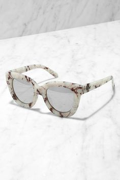 If ever there was a quintessential Lulus girl accessory, it's the Quay Sugar and Spice Ivory Marble Sunglasses! Thick frames, in a chic black and ivory marble, house mirrored silver lenses. Cool Glasses, Glasses Frames, Quay Sunglasses, Sunglasses Women, Sunnies, Girls Accessories, Jewelry Accessories, Jimmy Choo, Lunette Style