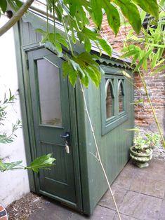 Garden Cabins, Small Yard, Backyard Design, Posh Sheds, Shed Design, Garden Tool Storage, Diy Garden, Garden Design, Cottage Garden