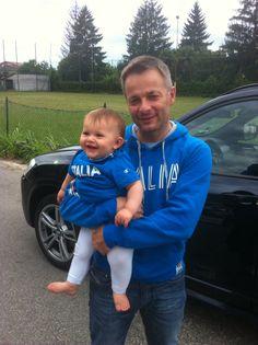 La mia piccola tifosa con il papà... Forza azzurri!!