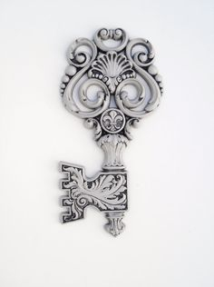 slightly obsessed with vintage/skeleton keys @blankstairvintage via @etsy