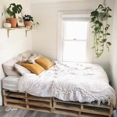 Wooden Pallet Beds, Pallet Bed Frames, Diy Pallet Bed, Pallet Ideas, Wooden Bed Frame Diy, Room Ideas Bedroom, Bedroom Decor, Bedroom Designs, Cosy Bedroom