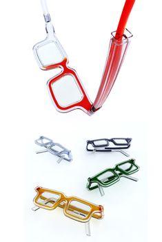 Glasses filled with ink / Luis Porem