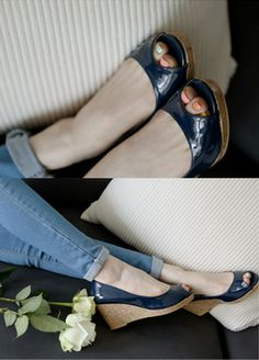 Peep-Toe Leather Wedge Shoes  SFSELFAA0012697